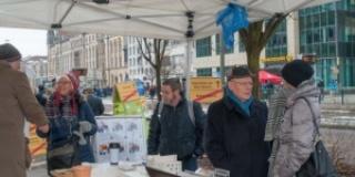 """Der Förderverein auf dem Weihnachtsmarkt und auf der """"Meile der Demokratie"""""""